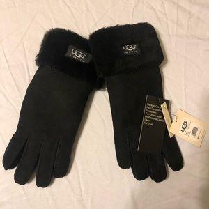 ✨New UGG Black Sheepskin Leather Gloves ✨